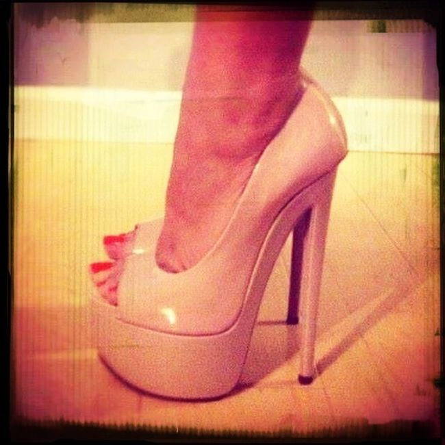 love these pumps!! it's so sexy high heels!!<3<3
