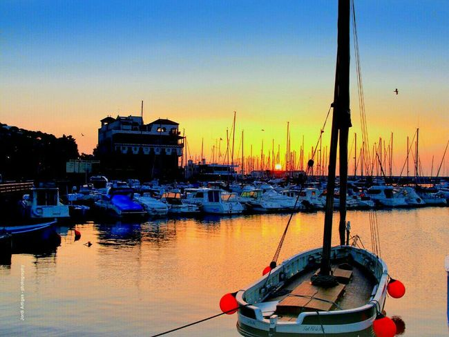 Good morning people !🙌 Breaking Dawn Ports Sunshine Sky_collection Beautiful Day Beautiful ♥ Beautiful Sky Boats⛵️ Watching Boats Sail Boat Sail Boats, Taking Photos Hello World Capture The Moment