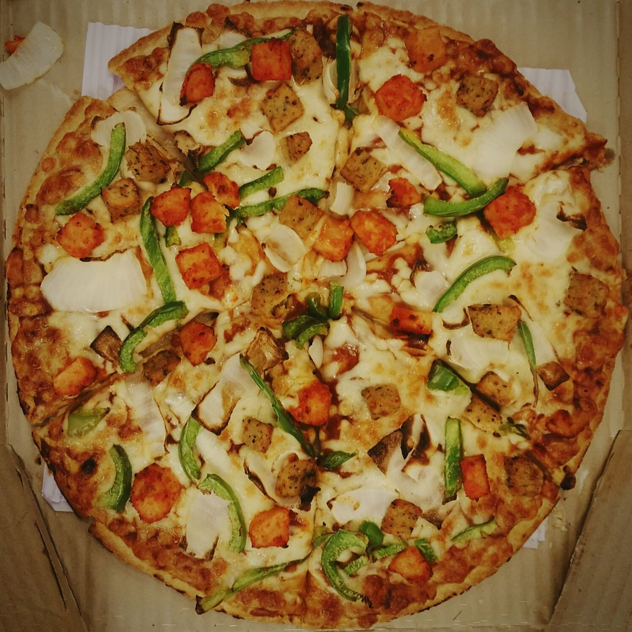 Domino's Chicken Fiesta Pizza. Domino's Pizza Dominos Pizza Dominos Chicken Pizza Chicken Fiesta Pizza Domino's Chicken Fiesta Pizza Food Food Photography Food Porn Mouthwatering Foodgasm Foodlover Chicken Dish Cheese Topping Capsicum Pizza Pizza Lover Pizza Time Delicious Tasty Top View Foody