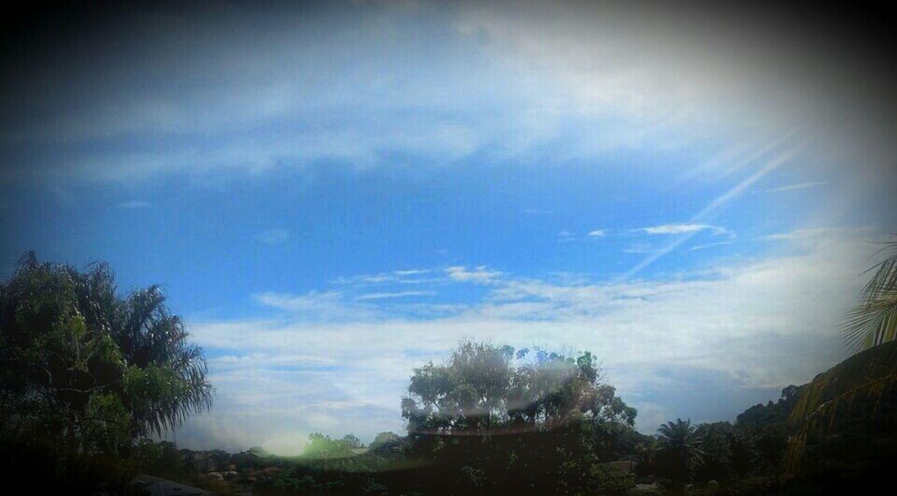 _vivre intensément Ne signifie pas de vivre comme si c'etait le derNier Mes plutot comme si c'etait le premier ... Quoteoftheday TheLife Bskb Sky Blue Bluesky
