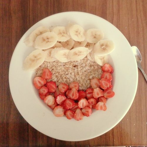 самыйвкусныйзавтрак полезный овсянкасфруктами овсянкасер breakfast fruits goodmorning