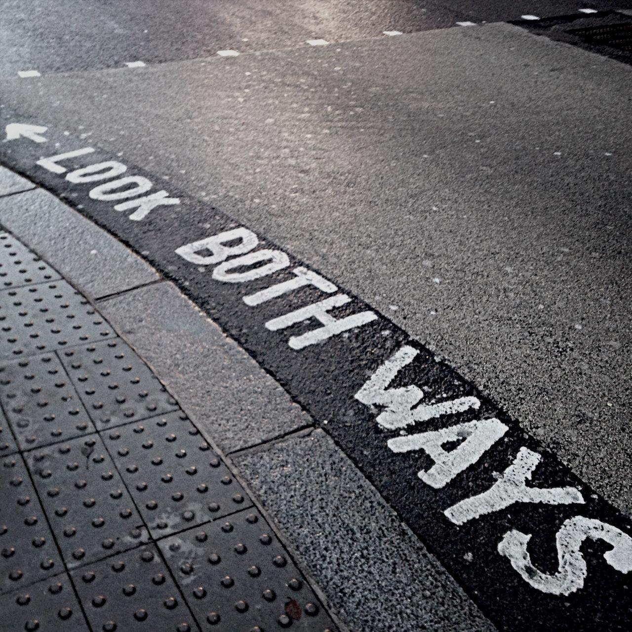 Look both ways ? Street Monochrome