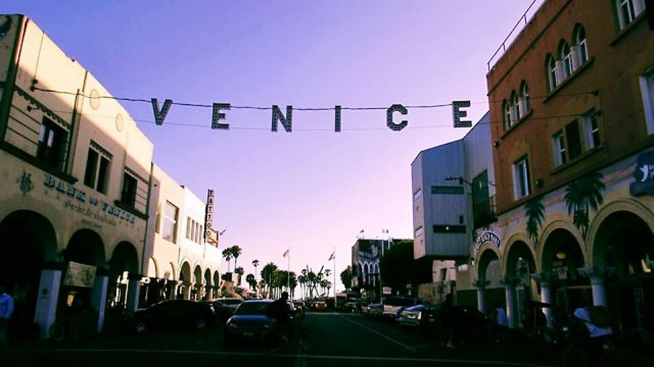 Relaxing Taking Photos Enjoying Life Venice Beach<3 Venice Venice Boardwalk