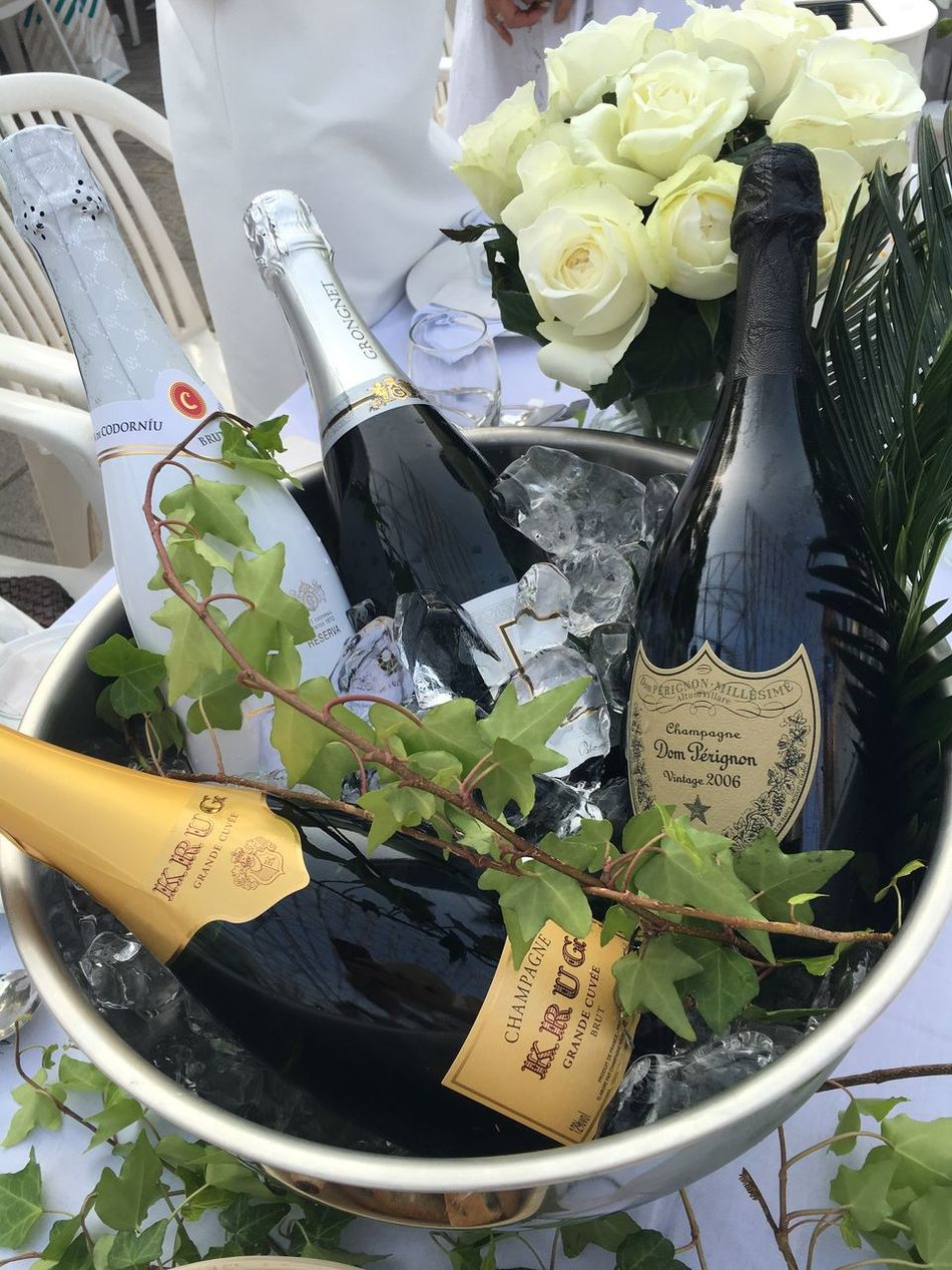 Table Champagne Don Perignon Krug Dinner Wine White Party Wine Cooler Rosé White Rose With Rose