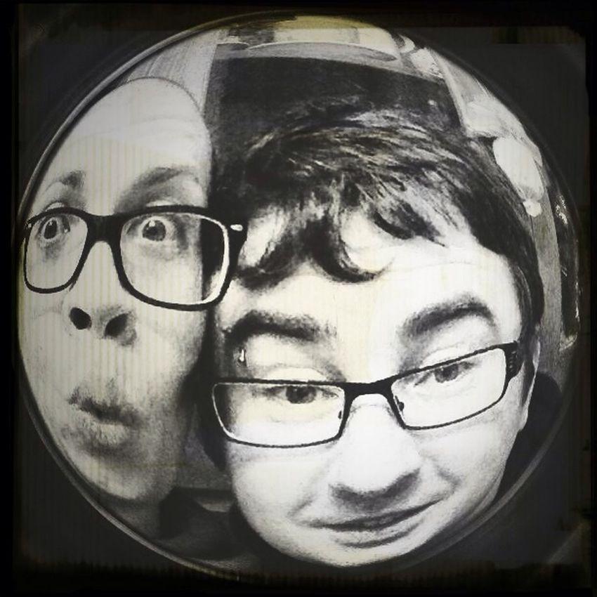 2 idioti...hihihi Hello World Crazy Face