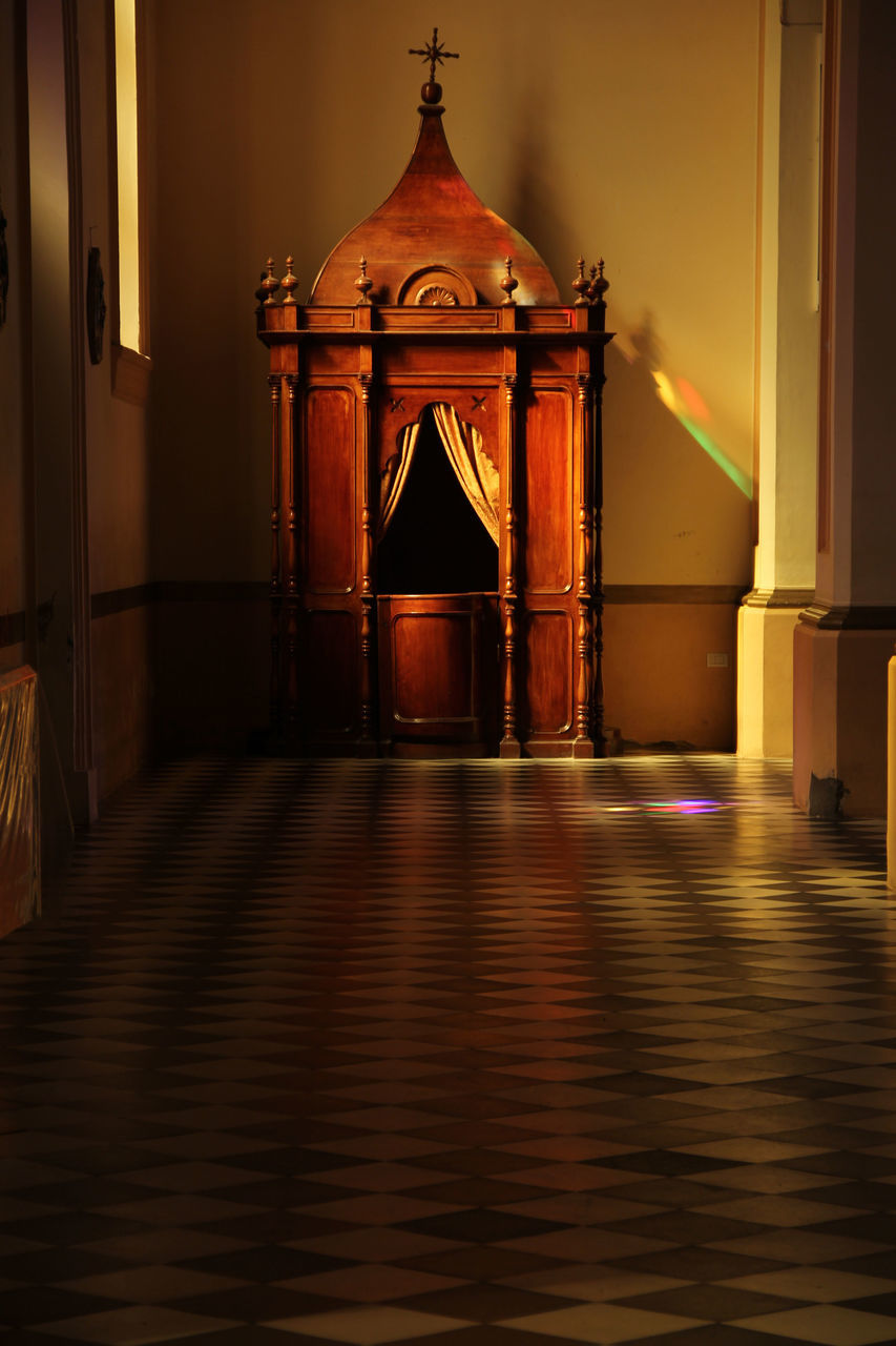 built structure, indoors, architecture, no people, illuminated, day