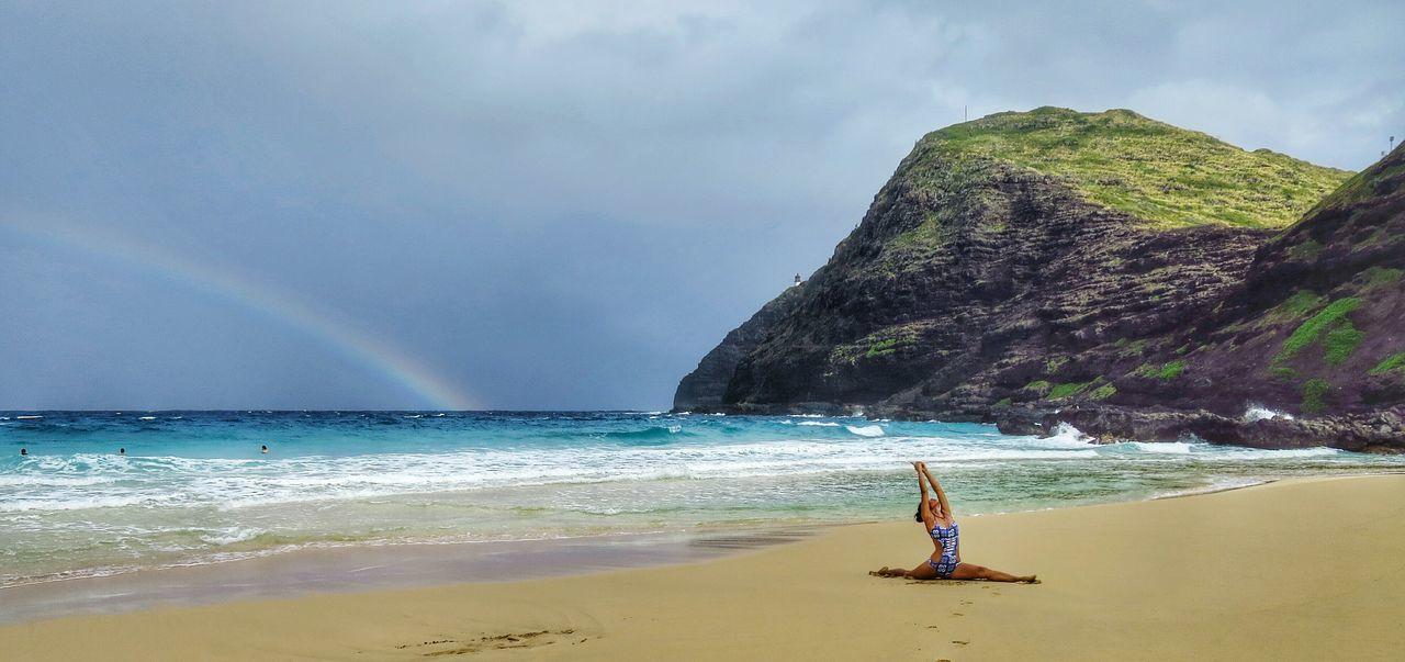 Beautiful stock photos of regenbogen, 40-44 Years, Blue, Honolulu, Horizontal Image