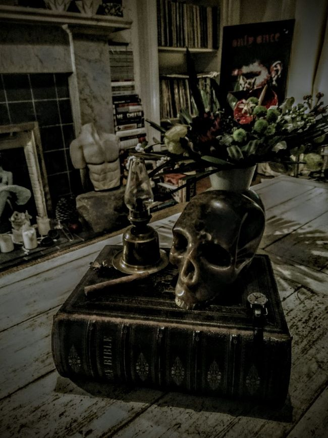 Skull Flowers Flower Head Skull Art Sculpture Skullart Stone Carving Alabaster Memento Mori Only Once Onlyonce Flowerarrangement Bible Lamp Oil Lamp Coffeetable Interiors StillLife