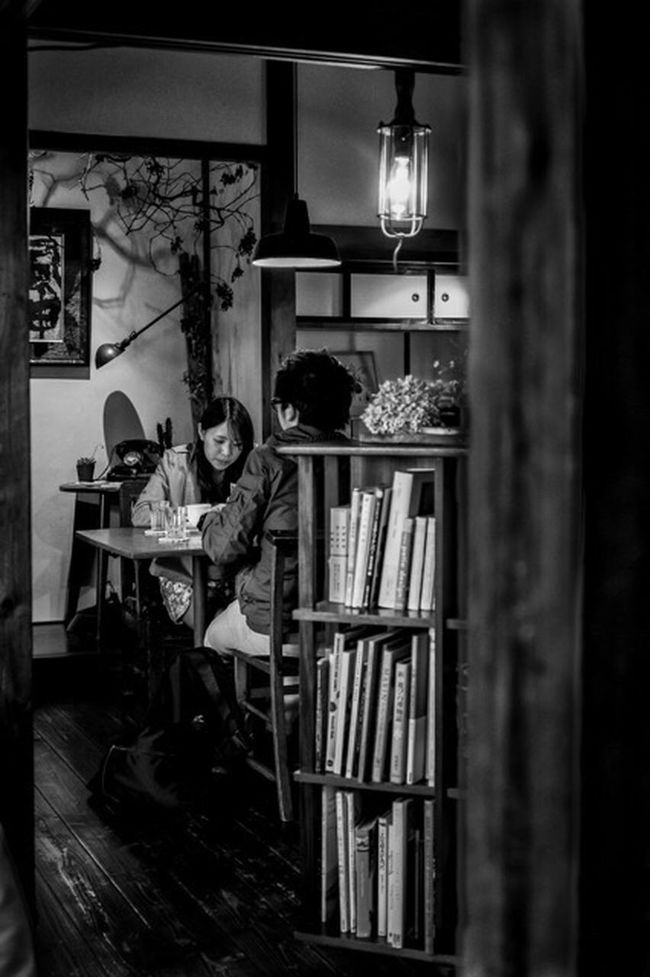 At the Table Japan Japanese  Japan Photography Street Streetphoto_bw Streetphotography Blackandwhite Monochrome Fashion Style Candid People Couple Restaurant FujifilmXPro2 Xpro2 Fujifilm Fujiusers XF27mm Cooljapan
