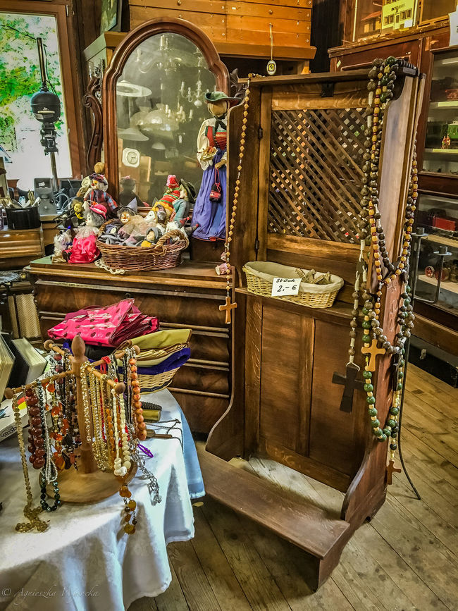 Lost in Time and History Arrangement Chandeliers Confessional Confessional Box Cross Display Ecclesial Flee Market Fleemarket Flohmarkt For Sale HDR Large Group Of Objects Market Stall Mirror Multi Colored Puppet Reflection Rosaries Rosary Second Hand Secondhand Small Business Variation Wooden