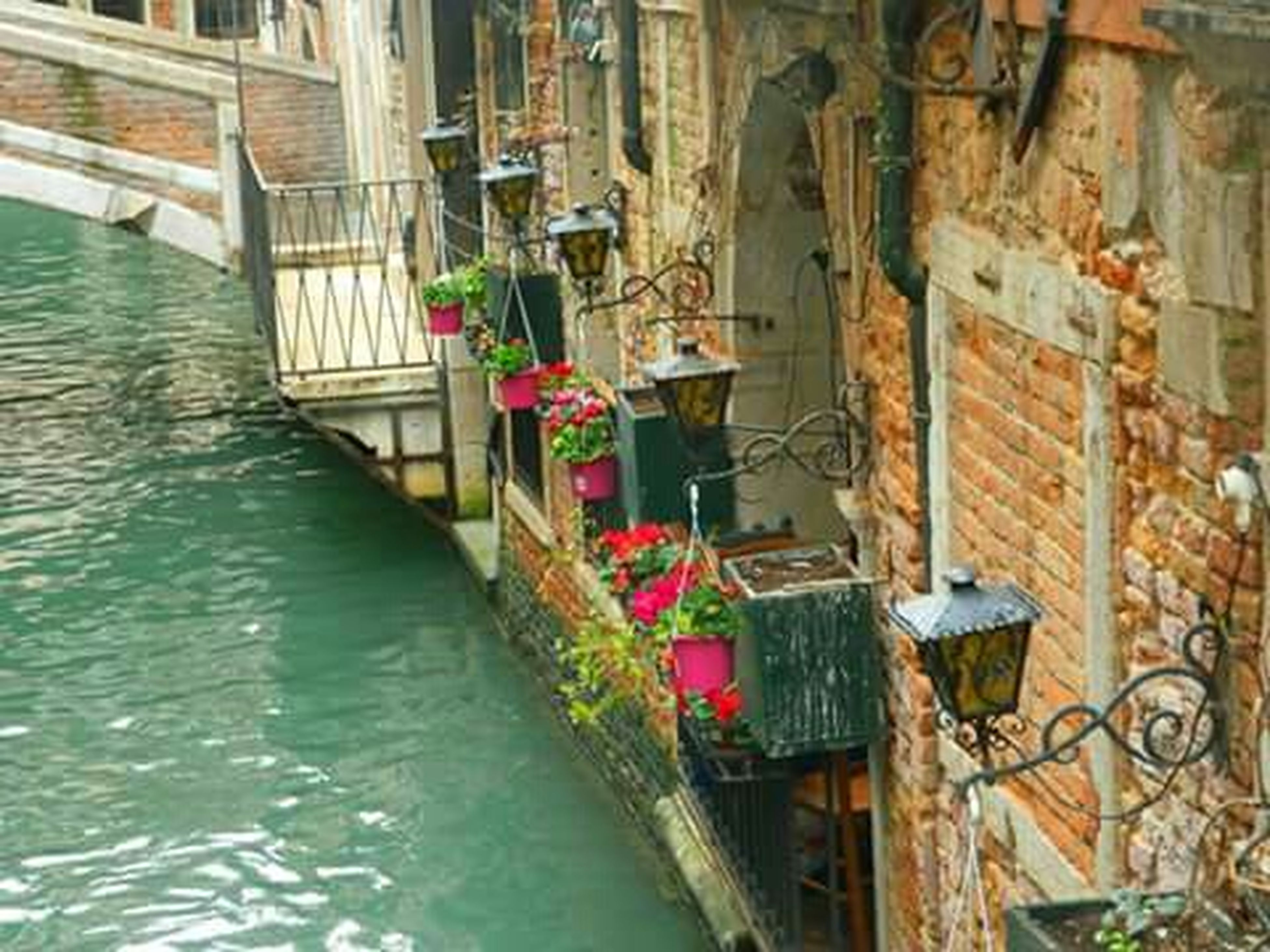 architecture, built structure, water, building exterior, canal, railing, waterfront, in a row, day, house, reflection, nautical vessel, residential structure, river, no people, outdoors, connection, metal, residential building, bridge - man made structure
