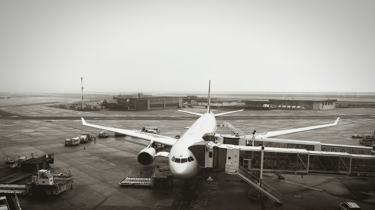 Showcase March Airport Airplane Foggy Day Sunday Morning Cold Days Winter Travel Traveling Hello World Check This Out Taking Photos Black And White B&w Black And White Collection  Leaving LG G3 Mobile Photography