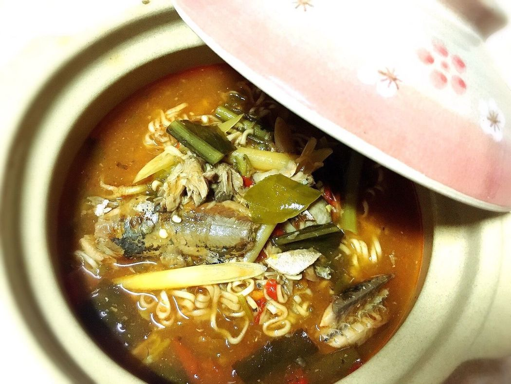 Yummy Noodle Hot And Sour Soup Canned Fish Food Thai Food มาม่าต้มยำปลากระป๋อง Delicious
