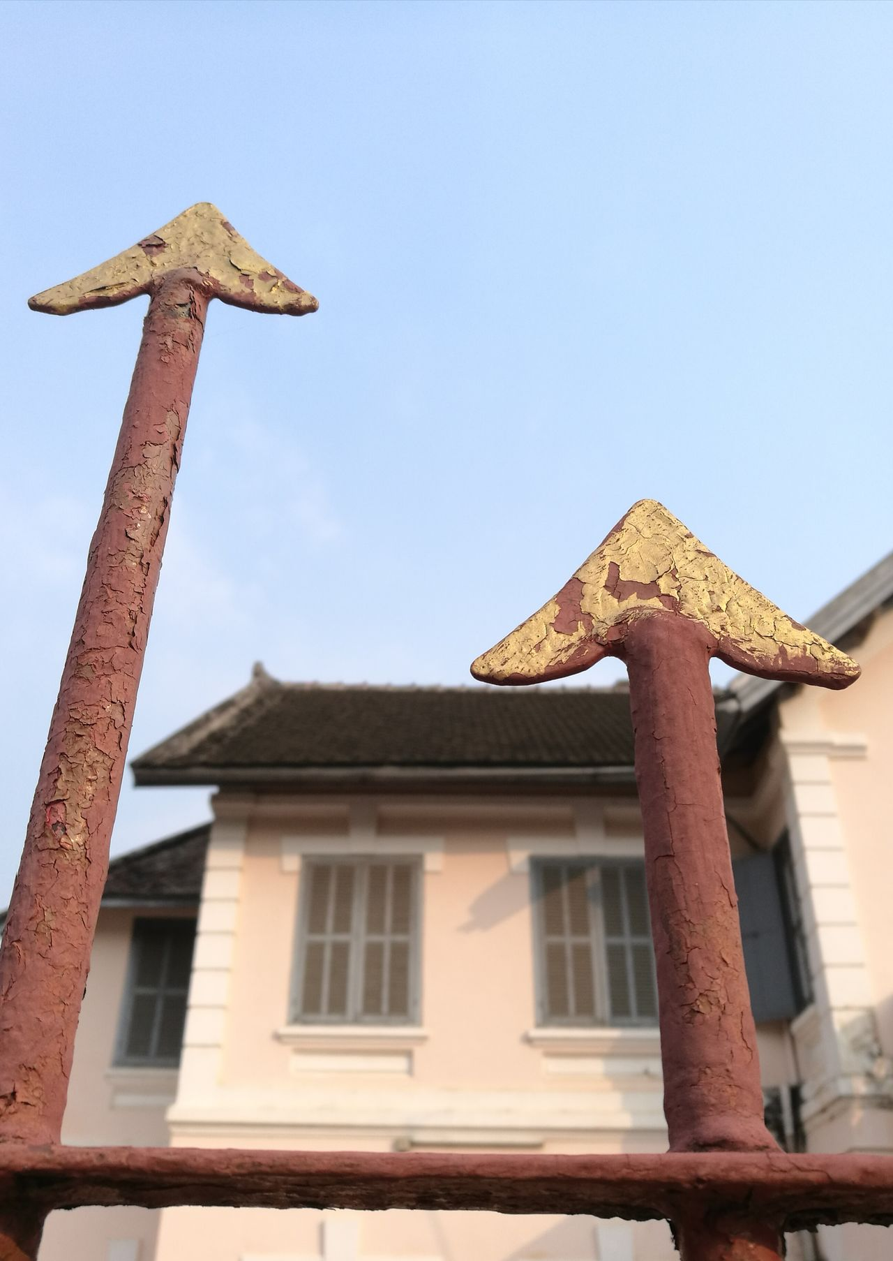 No People Built Structure Gold Colored Low Angle View Sky Architecture Day Outdoors Decoracion Arrows Short And Tall