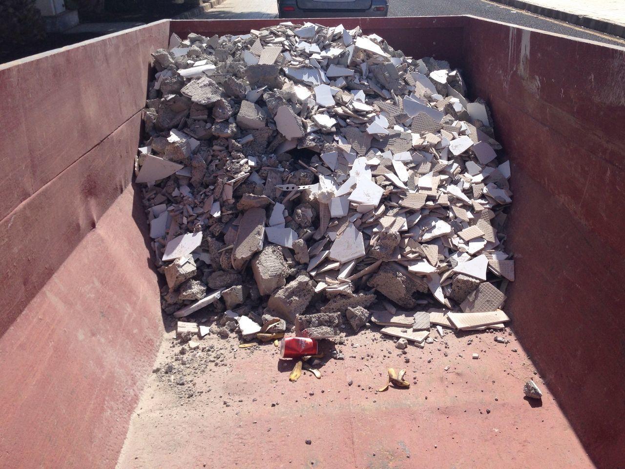 Entrümpeln Schutt Day No People Outdoors High Angle View Schuttcontainer Bauschutt entsorgen Steine💫 Container Müll Straße