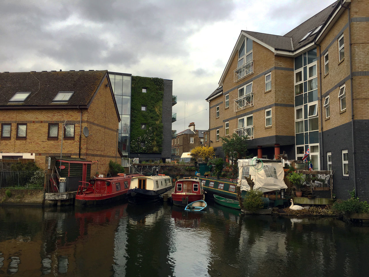 Contemporary London housing Cloudy Houseboat Houseboats Ladbroke Grove London Canals Paddington Branch Residential Building