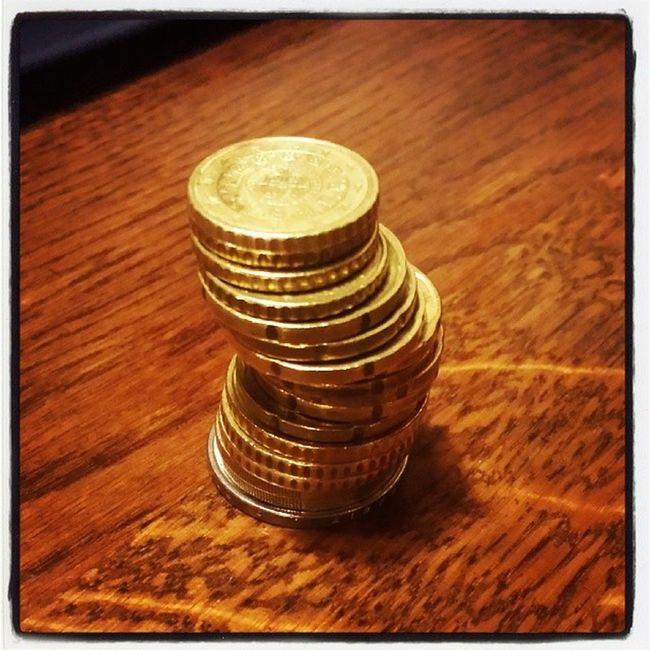 Dopo la Rapina in Chiesa posso pagare al Pub ..... Soldi euro spiccioli crisi