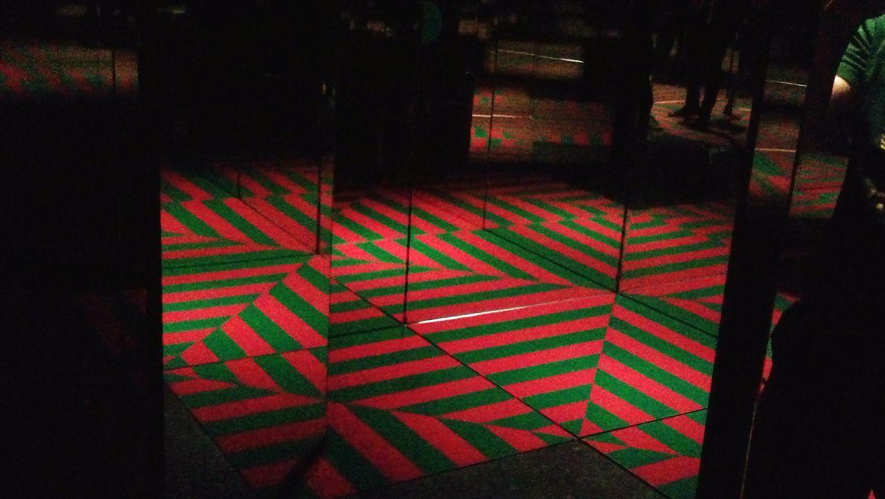 Milano Milano Italy Milanocity Museodel900 Museum Illusion Optical Illusions Illusioni Illusioni Ottiche Illusion Art Color Colori Specchi  Mirror Red Green Rosso Verde Pattern Indoors  Neon Illuminated Room Lights Artistic Expression Riflessi