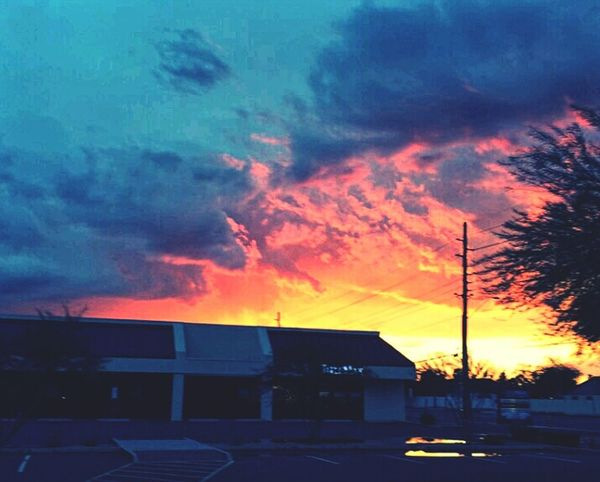 Arizona Life! Sunset And Clouds  Rays Of Color Bright Colors Amazing View Love Simple Beauty
