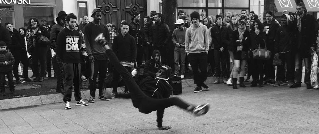 Hello World Breakdancer Breakdancing Taking Photos Monochrome Streetphotography Silhouette