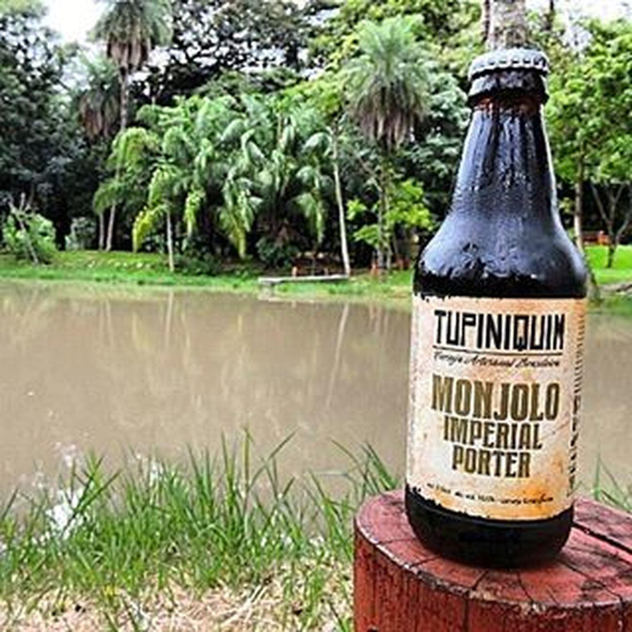 🍺 Tupiniquim Monjolo Imperial Porter 🍺 O nome de Monjolo deriva de um artefato antigo utilizado para socar grãos. A Tupiniquim foi eleita a cervejaria do ano de 2014 no South Beer Cup. Ganhadora da medalha de ouro no Festival Brasileiro da Cerveja 2015 na categoria American-Style Imperial Porter. Cerveja única para se beber em um momento especial com certeza, que bela breja da Tupiniquim. País: Brasil Graduação alcoólica: 10,5% Monjolo Cervejatupiniquim 9ninebeers Cheers Cerveja Beer Beers Beergarden  Beeradvocate Beerlove Craftbeer Pivo Beerpics Beerlife Beergasm Beersnob Cerveza Craftbrew Birra Instabeer Instacerveja Beerstagram Craftbeerlife Cervejaartesanal Beergeek beertimebeertographybeerpornbeernerdbeeroftheday