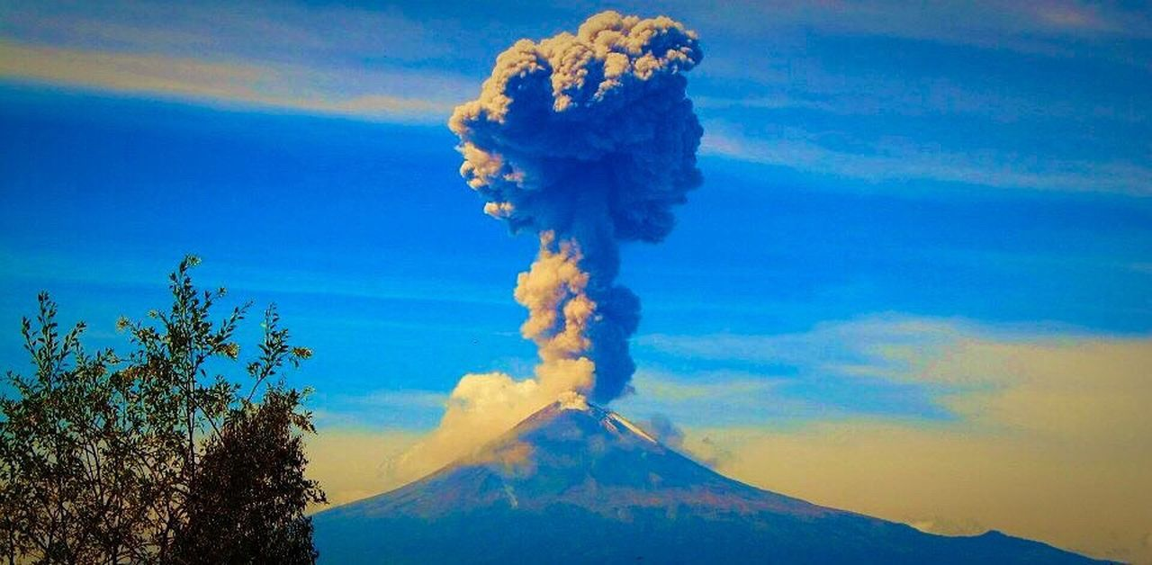 Volcano Alive  Volcano Force Mother Earth Eruption Ashes Powerful Mexico Popocatepetl