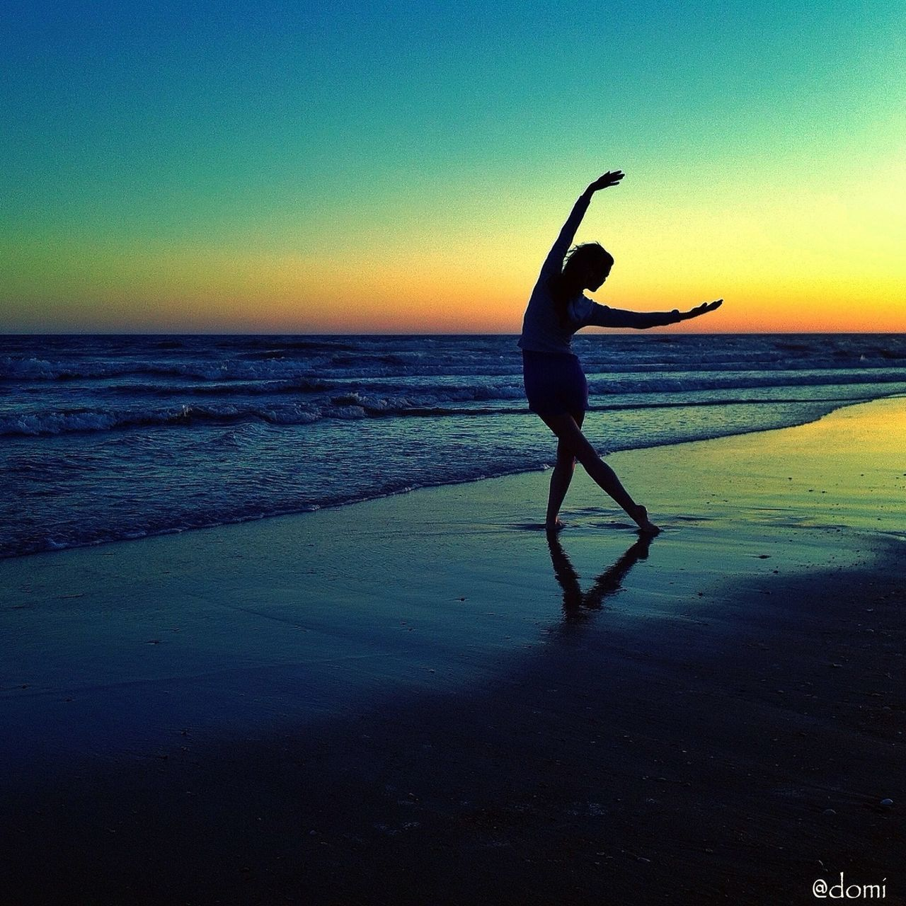 sea, beach, water, shore, sunset, horizon over water, full length, real people, balance, one person, sand, leisure activity, scenics, skill, silhouette, lifestyles, nature, beauty in nature, standing, outdoors, flexibility, sky, energetic, day, people