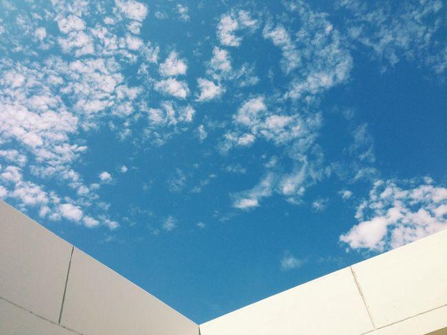 Bann si fah lang ka si kwow (blue house and the white roof