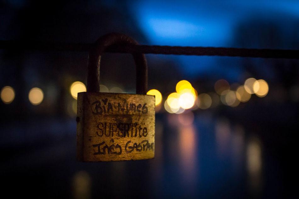 Bridge City Close-up Forbidden Leiria Love Metal Night Padlock River
