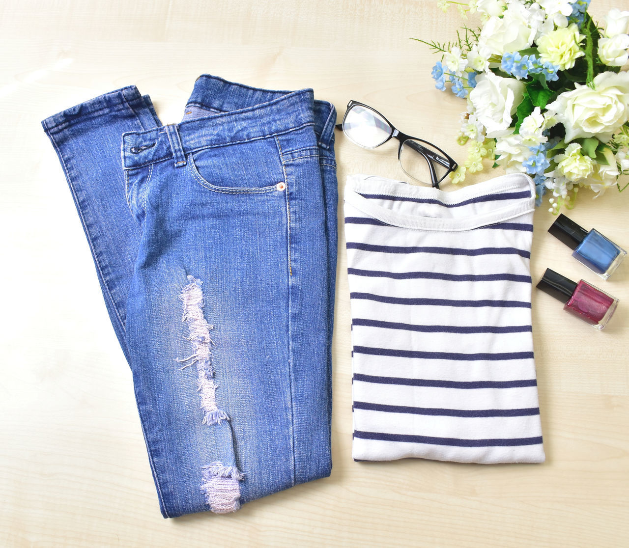 My casual jeans and shirt when the weather is warm and cosy. FlatLay Photography Flatlayphotography Flatlaycontest Flatlaystudio Flat white Janlyn Mode Jeans Accessories Casual Attire Casual Clothing Casual Look Casualstyle Clothing Eyeglasses  Flatlay_inspire Flatlay Flatlays Flower Manicure Nail Paint Skinny Jeans Striped T-shirt Tatteredjeans Flatlaystylist Flatlayoftheday