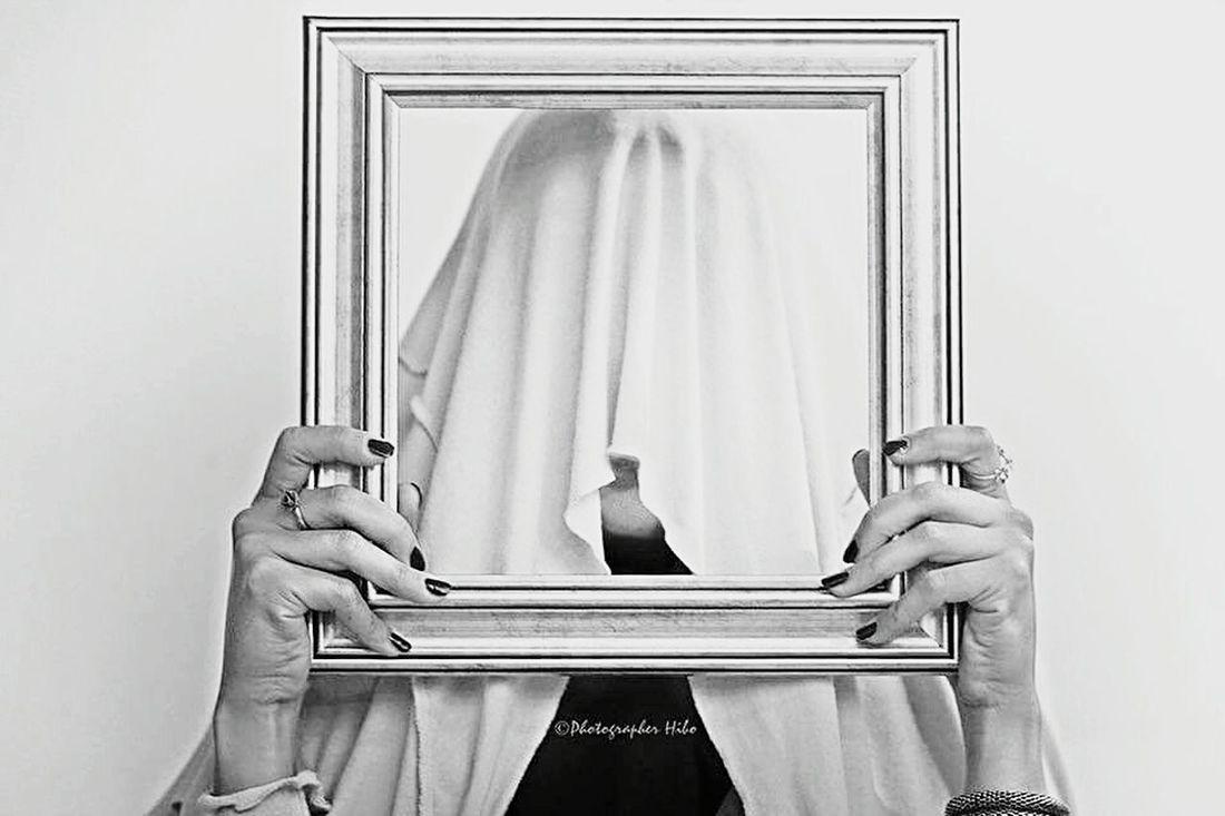 Hidden ©Photographer Hibo Photographerhibo Hidden Woman Hints Sensitive Portrait Model Arabic Culture Culture Art ArtWork Art Gallery Artphoto Artphotography Hide My Face Bw Face Faces Of EyeEm Hide Her Face Cadre Farmwork Cadre Photo Blackandwhite Blackwhite
