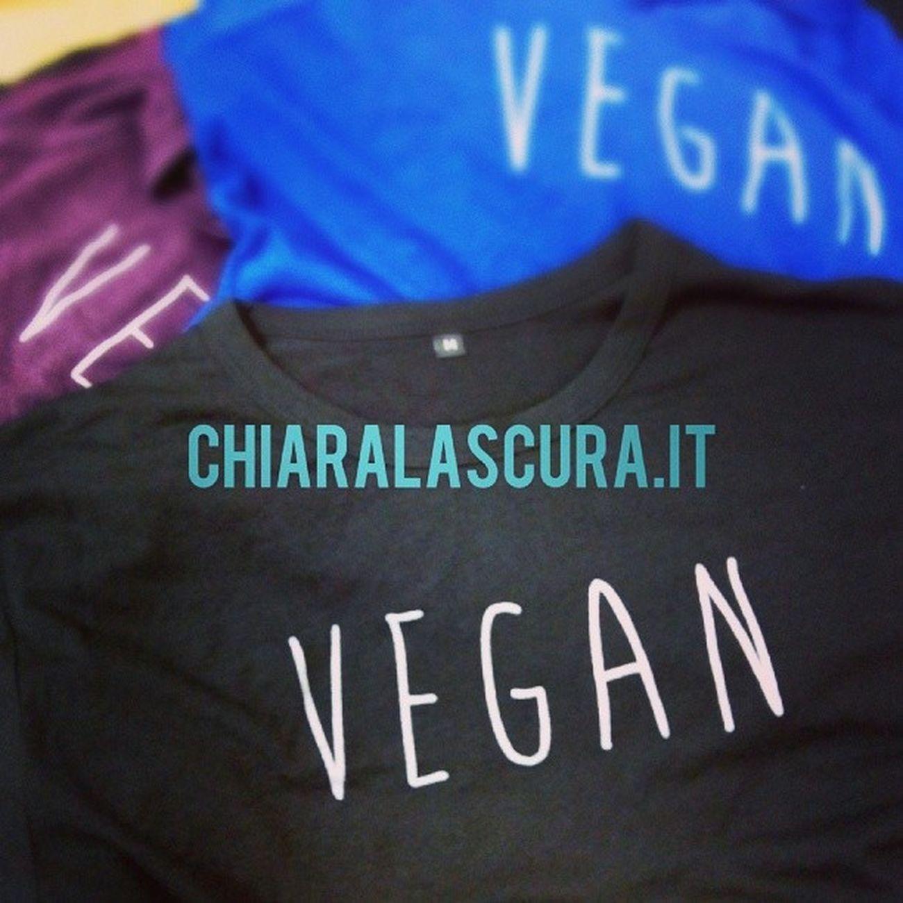 #vegfestuk #chiaralascura #vegan #vegatshirts #vegano #colors #london Colors London Vegan Organic Vegfest Chiaralascura Vegantshirts Meatismurder Vegano Biologico Vegfestuk Vegatshirts