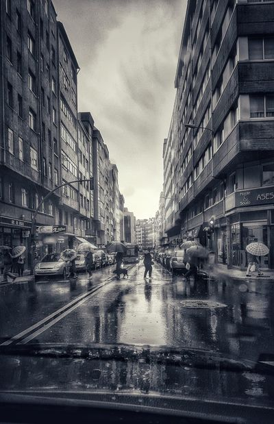 Mojandolo todo....MeinAutomoment The Great Outdoors - 2016 EyeEm Awards In The Rain Walking Around In The Car Reflections Bnw_collection Bnw_captures Bnw Photography Bnw_shot EyeEm Bnw Bnw_city Bnw Bnwphotography On The Way People Together