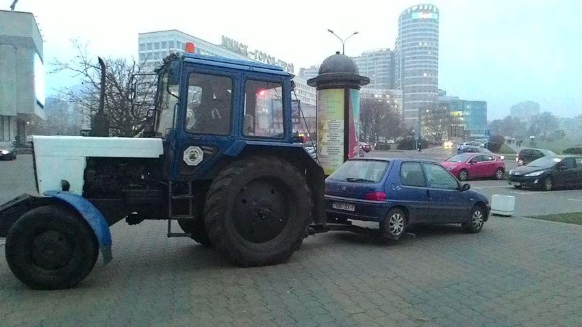 Беларус в Минске на страже ПДД :)