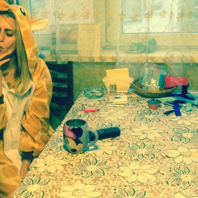 И пусть весь мирподождет 😍 Indoors  Person Flooring Sock Relaxation Domestic Life Group Of Objects Messy