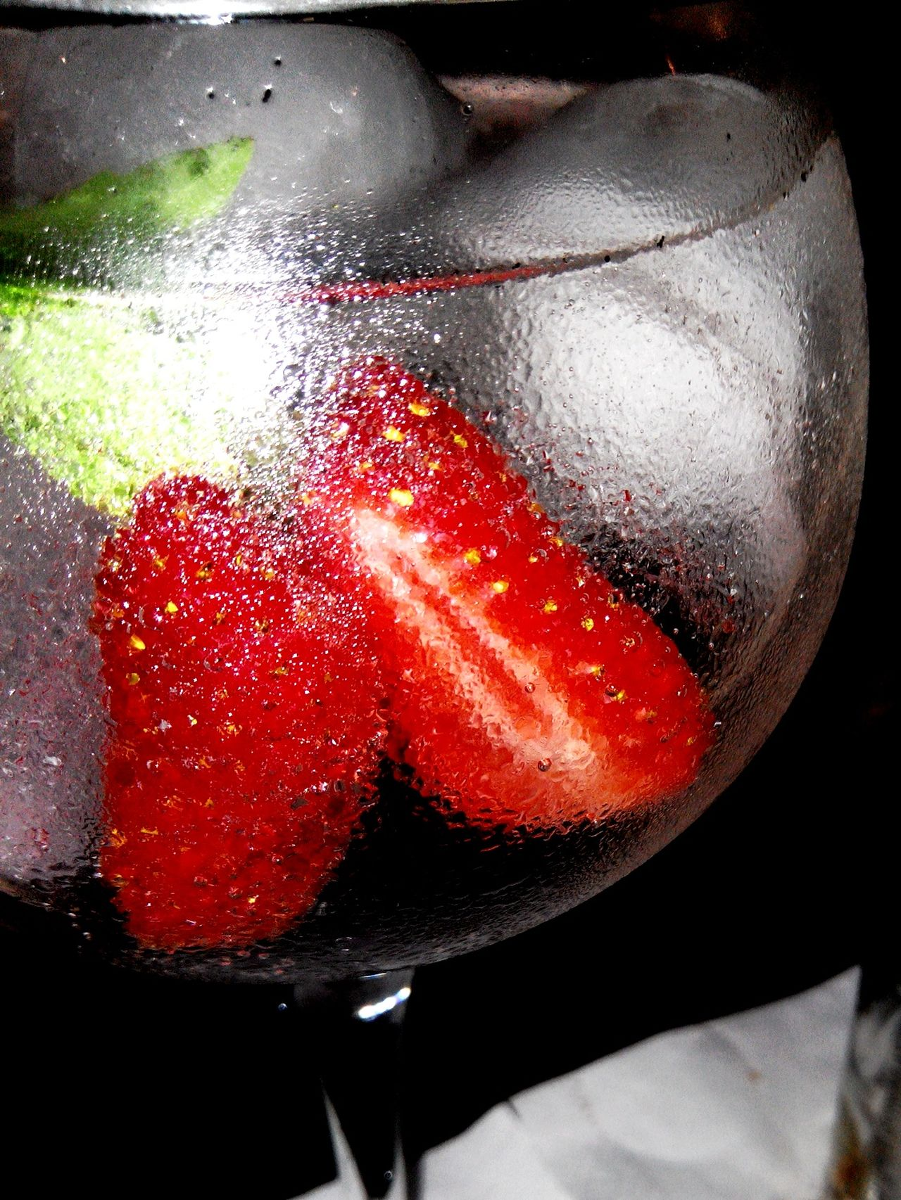 A Taste Of Life Gin Tonic Ginstrawberry Strawberry Drinks GIN Tonicwater Ice Afterhour Drinkgin
