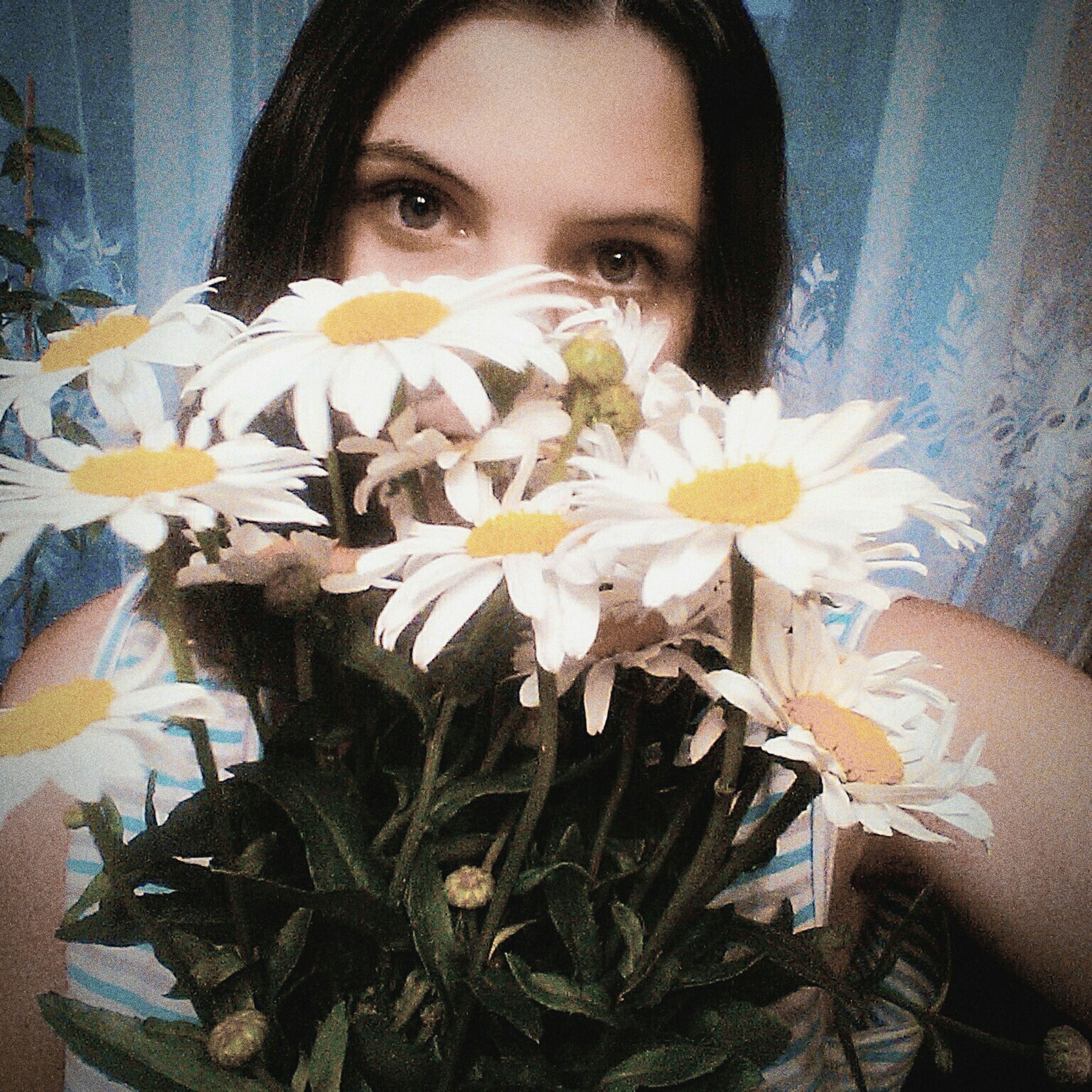 Кто- то тащеться от роз, а я ромашки люблю