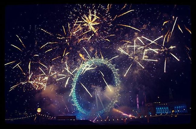Happy new year for 2016 🎆🎆🎆 LondonEye Celebrate Countdown NewYear Passbehind 完勝101煙火秀