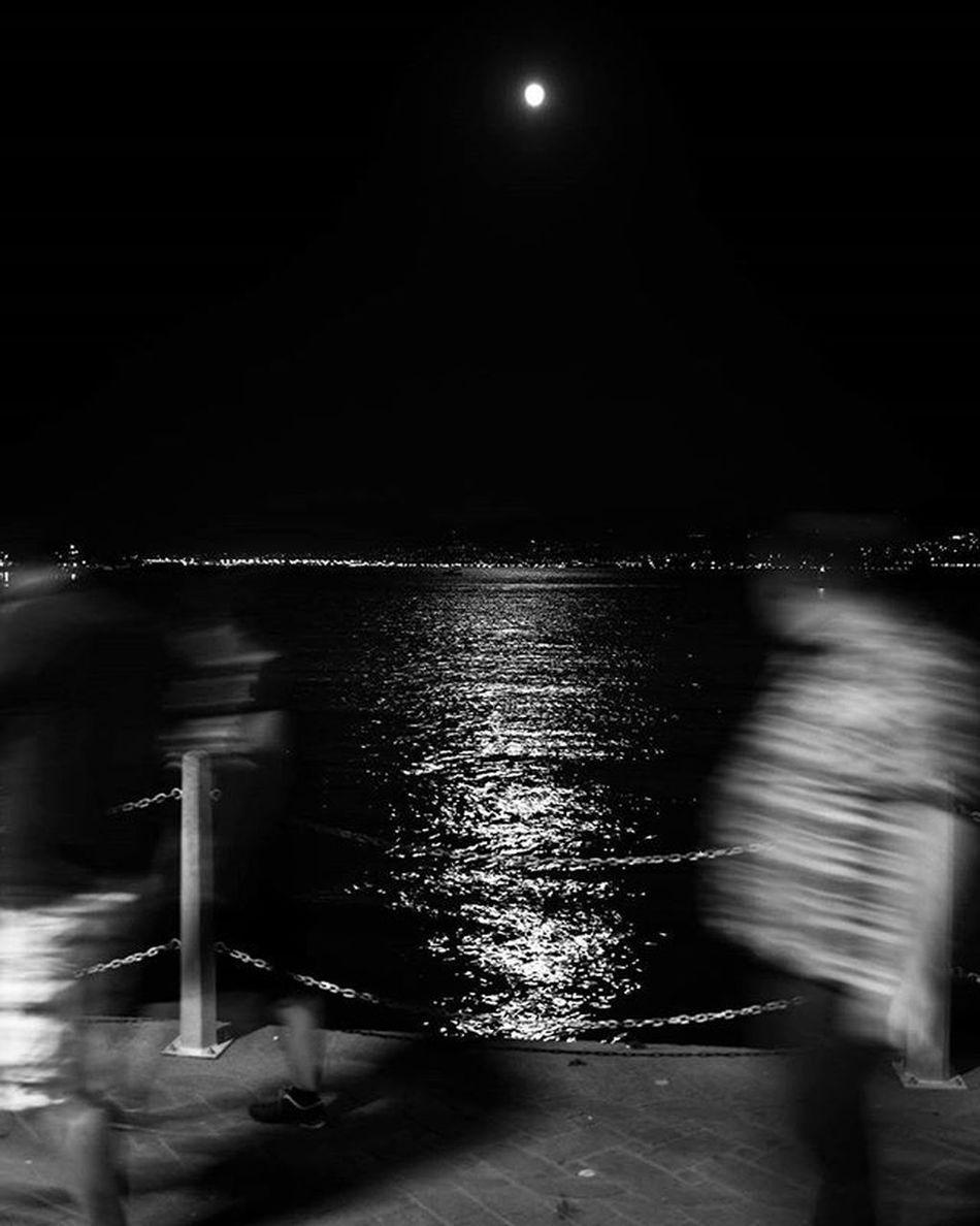 Dolunayın ışığında. İsmail Balı © 2015. Ismailbalıphotography Moment O_an Bw Black_white Siyahbeyaz Sea Full Moon Moonlight Fullmoontonight VSCO Vscocam Vscogood Vscolover Instadaily Instalike Instagood Nikon Nikonphotography Nikond610 Natgeo Photograph Photographylovers