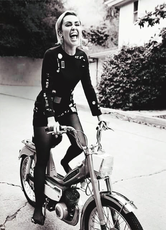 Hermosa Miley Cyrus ❤ MarieClaire 3 De Octubre