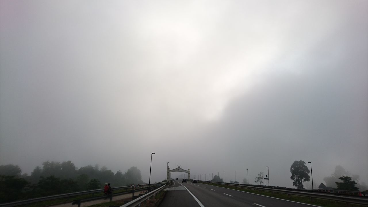 The view I experience every Monday morning while commuting to work. #foggymorning #hiddensun #mistymorning Day Fog Highway Sky Storm Cloud