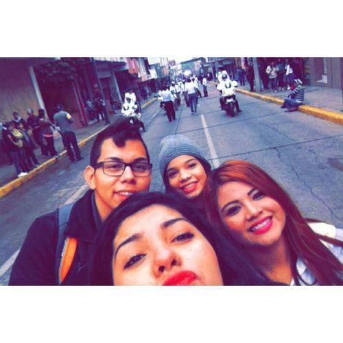 Taking Photos Hi! Desfile 20denoviembre  #Friends