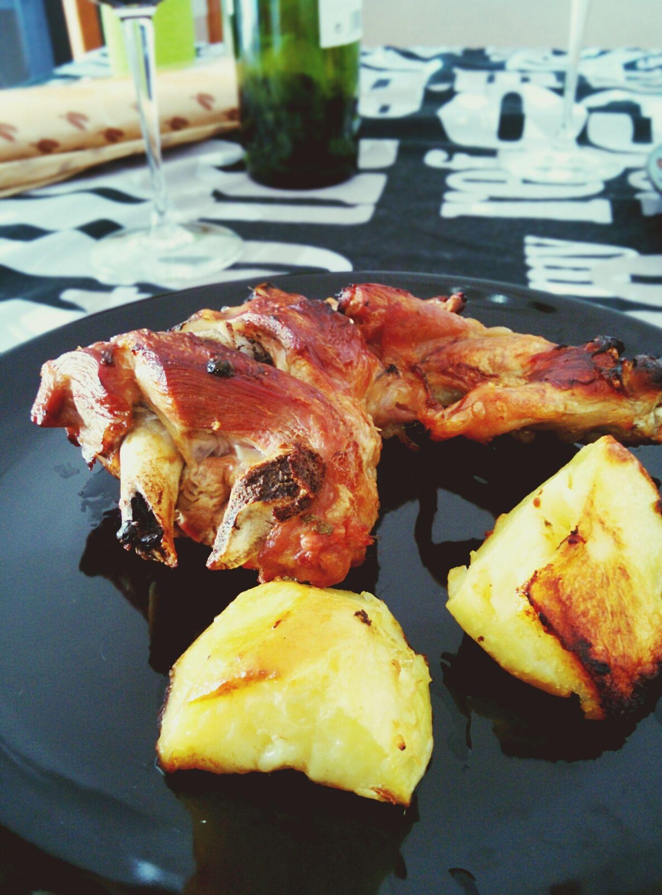Comida de domingo, pierna de Cordero regada con un Rioja Tinto by @cristina_tejero la mejor chef!!