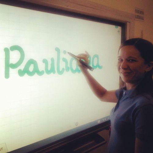 Pauliana fechando na Lousa Digital...