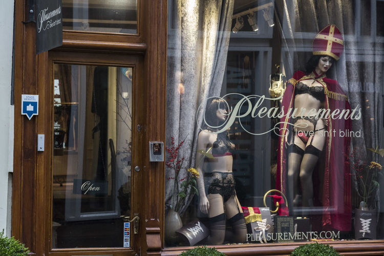 Amsterdam Erotık Lingerie Netherlands Pleasure Shop Sinterklaas Window erotiek