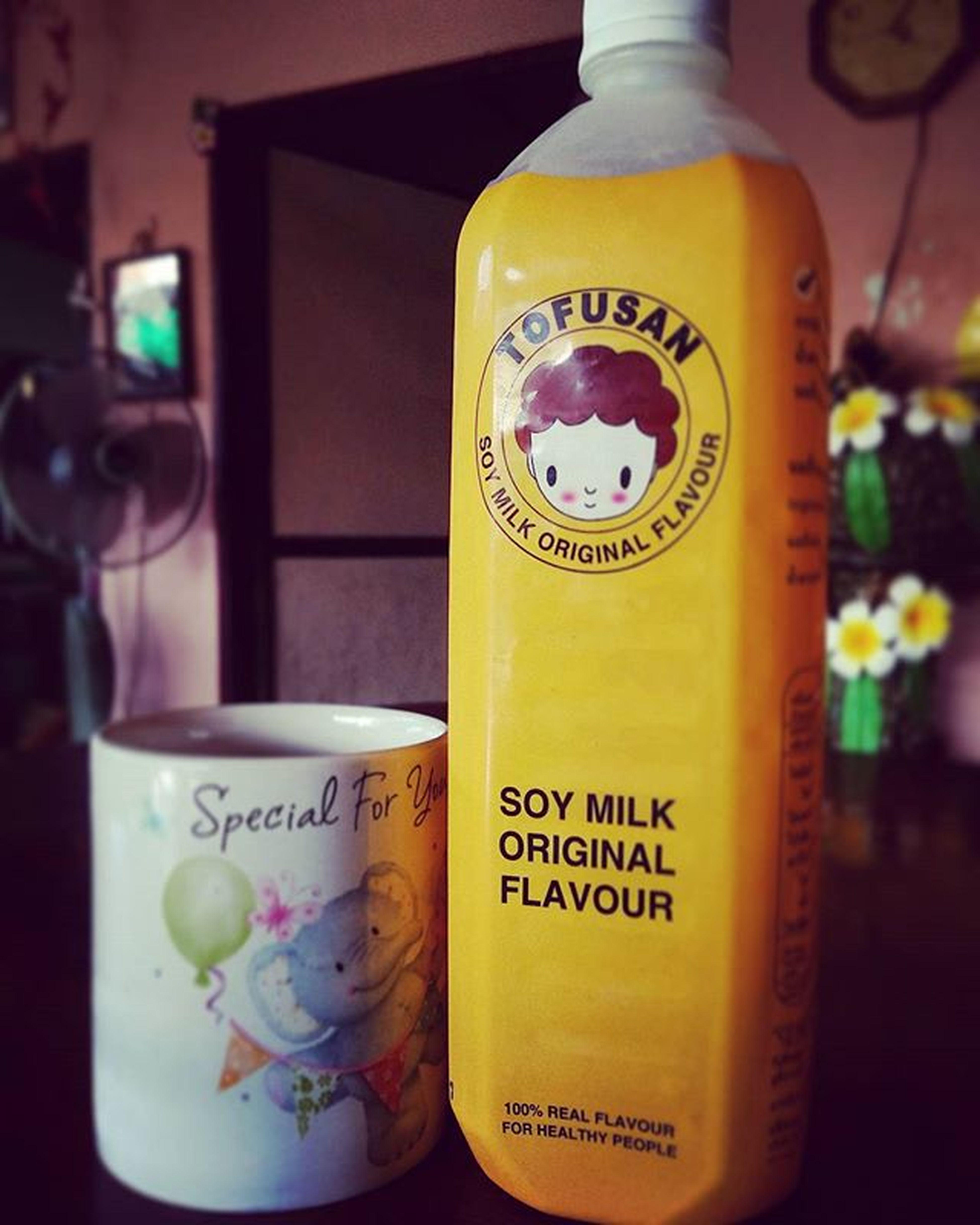 TOFUSAN soy milk original flavourหวานน้อย ไม่ผสมน้ำมันพืช ไม่ใส่วัตถุกันเสีย ไม่ผสมนมผง เชื่อเค้า !!....รออะไรอยู่หล่ะ! แดรกซิคุ๊ณ!!!!!!