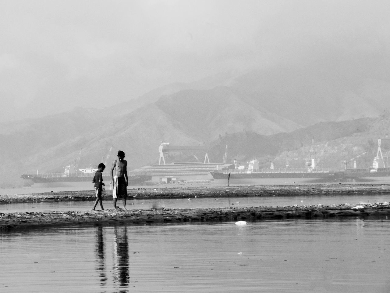 Live For The Story Silhouette Photography Eyeem Philippines Eye4thestreets Capture The Moment The Street Street Photography Streetphotography Street People Bnw_collection Black And White Photography Bnw_captures Monochrome
