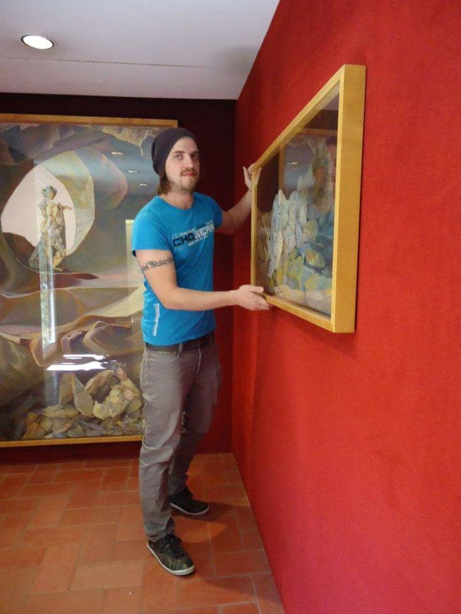 Full Length Lifestyles Looking At Camera Person Portait Of A Men Portrait Hello Friends😄😄 Posing To The Camera ThatsMe Hello Friends :) Streamzooers Streamzoofamily Streamzoo Looking At Camera Handsome Young Men Young Adult Salvador Dali Museum Figueres, Spain Art Pictures