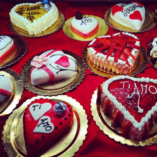 Valentinesday Dessert Desserts Dolcé Italy Italian Food Italian Dessert Italianstyle Bright Food Porn Food Foodphotography Red Love Hearts Heart ❤ Heartshape Tiamo