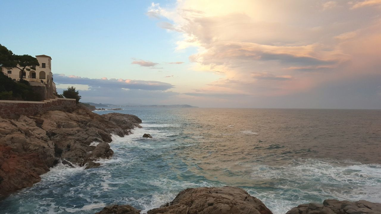 EyeEmNewHere Travel Destinations Cloud - Sky No People Horizon Over WaterWater Sea Scenics Beach Nature Outdoors Photooftheday Nature Landscape Sky Day Catalunya Catalunyaexperience Costabrava Girona Santfeliudeguixols Amazing View Perspective Photography TravelDestinations